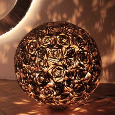 simple present – Be Inspired Cardboard Paper, Cardboard Furniture, Paper Clay, Box Packaging, Lamp Design, Decorative Bowls, Christmas Bulbs, Candle Holders, Diy Projects