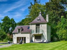 We just love the The Water Tower (Ref. 932425) in Llansadwrn, Wales. The property's unique build makes for a really interesting stay.