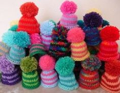 I love to knit, and I love to knit for a good cause (my family will only accept so many toilet roll covers). I'm based in the UK, and have hunted down UK and international charity projects you can knit for who have UK postal addresses (so the. Easy Knitting Patterns, Loom Knitting, Knitting Designs, Knitting Projects, Knitted Booties, Knitted Hats, Wool Hats, Knitting For Charity, Big Knits