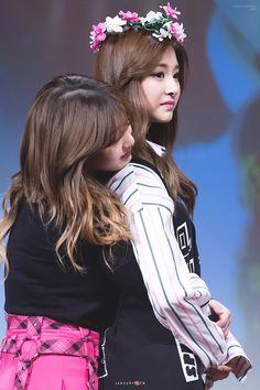 Jihyo and Tzuyu Twice aka Mom and Daughter Nayeon, The Band, Extended Play, South Korean Girls, Korean Girl Groups, Sana Momo, Jihyo Twice, Twice Once, Tzuyu Twice