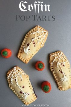 These homemade pop tarts are coffin shaped and a perfect fun Halloween food! The… These homemade pop tarts are coffin shaped and a perfect fun Halloween food! They're great as a special breakfast or even as a fun Halloween recipe. Halloween Party Snacks, Halloween Desserts, Spooky Halloween, Yeux Halloween, Comida De Halloween Ideas, Halloween Backen, Halloween Treats To Make, Halloween Breakfast, Hallowen Food