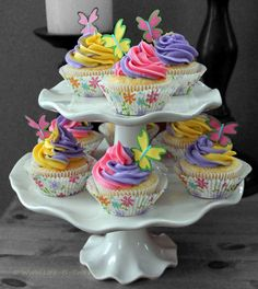 Life Is Sweets: Spring Cupcakes with Two-Color Swirl Icing Tutorial