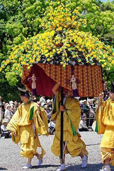 A furyu gasa with men dressed in kariginu