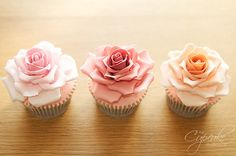beautiful flower cupcakes. #cupcakes
