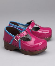 Pink Sanita clogs also cute in green!