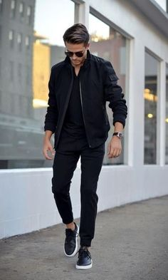 Men's Jackets For Every Occasion. Photo by Menswear Market Jackets are a must-have in the cold weather but it can also be used to accessorize an outfit. There is almost an unlimited number Trendy Mens Fashion, Fashion Moda, Stylish Men, Look Fashion, Fashion Black, Male Fashion, Fashion Sale, Fashion Shops, Mens Fashion Blog