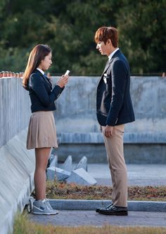 "Lee Min Ho and Park Shin Hye ♡ #Kdrama - ""HEIRS"" / ""THE INHERITORS"" The Heirs Kdrama, Heirs Korean Drama, Lee Min Ho Kdrama, Korean Dramas, Girl Drama, K Drama, Drama Film, Choi Jin Hyuk, Kang Min Hyuk"