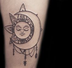 What does sun and moon tattoo mean? We have sun and moon tattoo ideas, designs, symbolism and we explain the meaning behind the tattoo. Boho Tattoos, Body Art Tattoos, Sleeve Tattoos, Tatoos, Tattoo Life, Tattoos For Women Small, Small Tattoos, Moon Sun Tattoo, Tattoo Mond