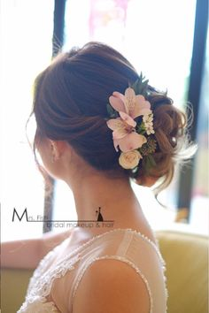 60 Engaging Wedding Hairstyle with Fresh Flowers That Will Sweep Him off His Feet Sweet 16 Hairstyles, Wedding Hairstyles, Bridal Hairdo, Fresh Flowers, Wedding Accessories, Hairdos, Hair Styles, Designers, Wedding Ideas