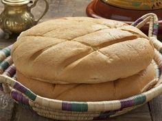 Making authentic and basic Moroccan bread known as khobz is easier than you think with this recipe that breaks down the process into simple steps. Bolillo Recipe, Cuban Bread, Mexican Bread, Water Bread Recipe, Moroccan Bread, Puerto Rico Food, Molasses Cookies, White Bread, Gourmet