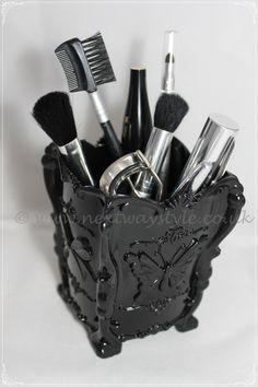 4b0d29bb5dbbc Vintage Style Acrylic Make-up Brush Accessory Tidy