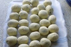 Ovocne Knedliky Dumpling Recipe, Dumplings, Czech Recipes, Bisquick, Daily Meals, Types Of Food, Pain, Side Dishes, Sweet Treats