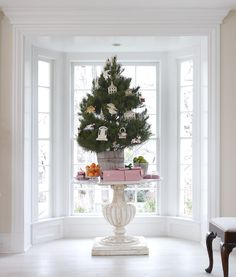 http://toneontoneantiques.blogspot.com/2012/11/a-light-and-airy-christmas.html