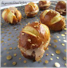 Mauricettes au foie gras et confit d'oignons