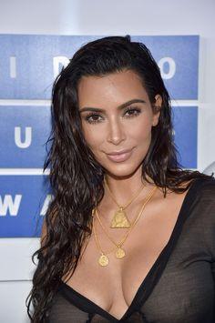 18 Best Celebrity Eyebrows That Won The On-Fleek Crown Kim Kardashian Kim Kardashian Hot, Estilo Kardashian, Kardashian Jenner, Kim Kardashian Eyebrows, Celebrity Eyebrows, Celebrity Makeup Looks, Kris Jenner, Kendall Jenner, Kylie