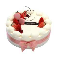 Adorable strawberry cake in South Korea Beautiful Desserts, Cute Desserts, Gorgeous Cakes, Amazing Cakes, Cupcakes, Cupcake Cakes, Japanese Cake, Modern Cakes, Gateaux Cake