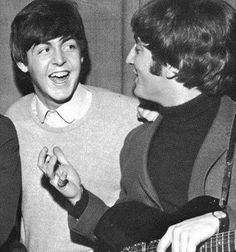 Image discovered by jude. Find images and videos about the beatles, john lennon and Paul McCartney on We Heart It - the app to get lost in what you love. Beatles Love, Beatles Photos, John Lennon Beatles, Sir Paul, John Paul, Great Bands, Cool Bands, John Lennon Paul Mccartney, Photo Souvenir
