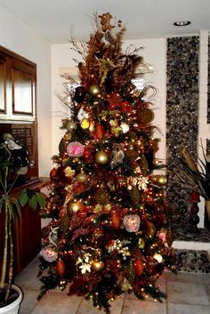 Thanksgiving Tree Thanksgiving Tree, Thanksgiving Decorations, Holiday Tree, Christmas Holidays, Holiday Decor, Autumn Trees, Christmas Trees, Tree Decorations, Fall Decorating
