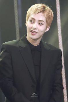 Xiumin - 161116 2016 Asia Artist Awards Credit: Xiumin's 만두집.