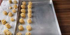 Bombastické orechové valčeky ku kávičke:Výborné cesto s kyslou smotanou - robím z neho aj vianočné pečivo! Griddle Pan, Nutella, Pudding, Desserts, Food, Basket, Tailgate Desserts, Deserts, Grill Pan