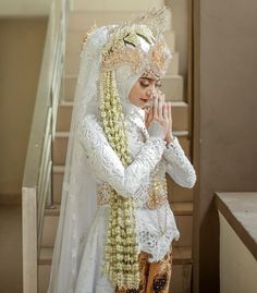 Wedding White, Dream Wedding, Hijab Style Dress, Wedding Photos, Wedding Ideas, Wedding Hijab, Hijab Fashion, Muslim, Henna