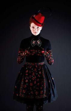 Susanne Bisovsky. Russian floral pattern. Traditional. Folk.