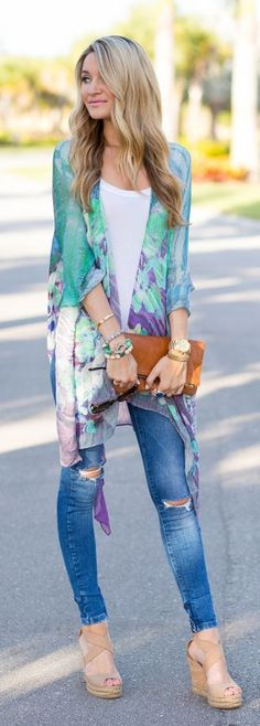 Not a fan of the ripped jeans. Love the Lovely Summer Fashion Kimono Styling Outfit 2015 Look Outfits For Teens, Fall Outfits, Casual Outfits, Dress Casual, Spring Outfits Women Over 30, Floral Outfits, 30 Outfits, Outfit Winter, Look Fashion