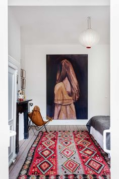 Gravity Home: Bedroom with kilim rug and large artwork in The Well-Travelled Amsterdam Home of Jasper Krabbé Deco Boheme Chic, Turbulence Deco, Gravity Home, Style Deco, Interior Decorating, Interior Design, Home Living, Kitchen Living, Home Decor Trends