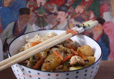 Les Vagabondages de Vi@ne: Nouilles sautées aux légumes, poulet et ananas Meat, Chicken, Blog, Chinese New Year, World Cuisine, Pineapple, Blogging, Cubs