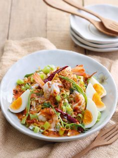 Yum pak bung - Morning glory spicy salad with shrimp and boil eeg. Thai Recipes, Clean Recipes, Cooking Recipes, Healthy Recipes, Healthy Food, Thai Food Menu, Eat Thai, Thai Street Food, Thai Dishes