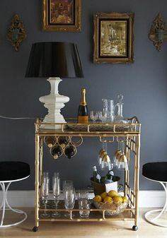 Cosmopolitan wine and liquor cart for the home