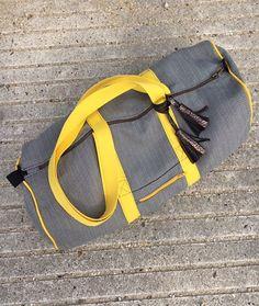 Voici une vidéo pour apprendre à coudre pas à pas, un sac de sport de forme cylindrique, patronage avec les mesures gratuit sur le blog