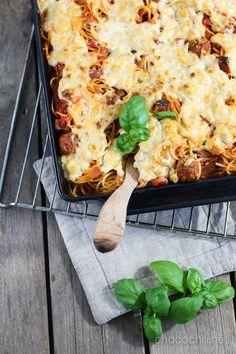 Yhteistyössä Anamma – tuhti ja helposti valmistuva uuniruoka vaikkapa ystävänpäiväksi! adf.track(546989, 'Anamma4-Chocochili'); Kirjoitus on toteutettu kaupallisessa yhteistyössä Anamman ja Foodloverin kanssa. Lihapullat ja spagetti on Kaunottaren ja Kulkurin hengessä tietysti ainoaa oikeaa ystävänpäiväruokaa. Tällä kertaa valmistin ruoan kuitenkin uunissa ja lihapullien virkaa toimitti tietysti vegaaniversio: Anamman vegepullat. Spagettivuoka hautuu uunissa meheväksi vegaanisen juus...