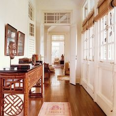 The British Empire resulted in a lot of good and bad things, but one of the good things was the impact on colonial-inspired house and interior design. Colonial Home Decor, British Colonial Decor, Colonial Decorating, Modern Colonial, Decorating Ideas, Colonial Kitchen, French Colonial, Wc Decoration, Apartment Therapy