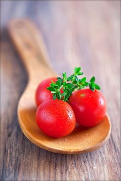 Mouthwatering! Just like the vine-ripened tomatoes that go into our pizza sauce!  #McCainAllGood yummy fresh tomataoes
