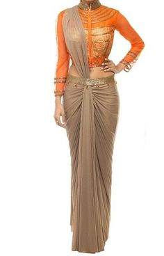 Ombre Saree: - Ombre was a huge hit previous year, after ombre hair colors, dupattas and ombre lehenga now ombre sarees are in trend too. While choosing ombre s Drape Sarees, Saree Draping Styles, Saree Styles, Trendy Sarees, Stylish Sarees, Saree Blouse Patterns, Saree Blouse Designs, Lehenga Saree Design, Saree Gown