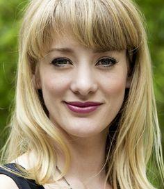 Noortje Herlaar 22-04-1985   Nederlandse actrice en zangeres.  Zij vertolkte de hoofdrol van Mary Poppins in de gelijknamige musical, die in 2010/2011 in het Circustheater in Scheveningen te zien was. In 2012 maakte ze haar debuut op de televisie met de rol van Jeanne in de tv-serie Moeder, ik wil bij de Revue.  https://youtu.be/8Jg0Zo2sfHs