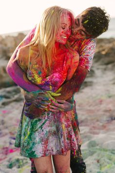 JASON TEY PHOTOGRAPHY, hoki paint,  colourful engagement shoot, beach engagement shot