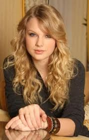 You look so beutiful Taylor I am your FAns !!!!
