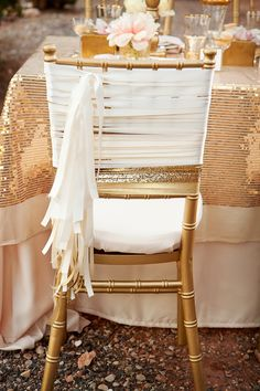 Glam gold wedding table and chair setting Wedding Chair Sashes, Wedding Chair Decorations, Wedding Chairs, Wedding Table, Wedding Reception, Bodas Boho Chic, Creation Deco, Deco Table, Chair Covers