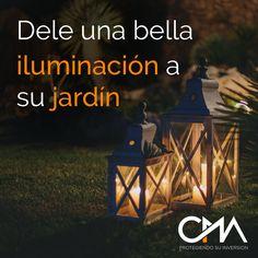 Hay muchas formas de darle una buena iluminación a su jardín, desde los clásicos farolillos, pasando por los inventos DIY con botellas translúcidas y velas, farolas modernas y cubos de luces LED.  #protegiendosuinversion #CMA