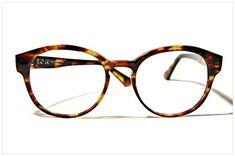 How about gravitating towards warm tones like TORTOISESHELL in SANTIAGO HAVANA? Chic, sleek Italian style by Pollipò Occhiali Eyewear.