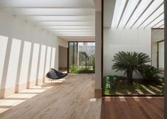 DCPP Arquitectos fits Mexico City house around a courtyard Patio Interior, Home Interior Design, Interior And Exterior, Interior Decorating, Space Architecture, Contemporary Architecture, Architecture Details, Earthship, Architectural Elements