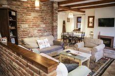 """Körbejárjuk a Tisza-tavat és megkeressük a legjobb szállásokat, legyen az szálloda, panzió, apartman vagy kiadó szoba. A lehető legjobbakat választjuk ki, ahova azok vágynak, akik legalább olyan jól akarják érezni magukat, mint otthon (vagy jobban), akik más stílust keresnek, mint amit """"már láttak"""". Corner Desk, Couch, Furniture, Home Decor, Interiors, Travel, Corner Table, Settee, Decoration Home"""