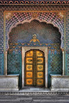City Palace Peacock Gate in Jaipur City Palace Jaipur, Indian Architecture, Ancient Architecture, Windows Architecture, Belle Villa, Unique Doors, India Travel, Incredible India, Islamic Art