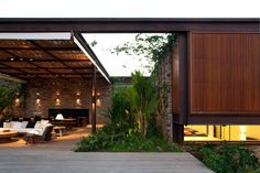 Quem faz, encontra. Futton e almofadas | Bernardes + Jacobsen - Arquitetura
