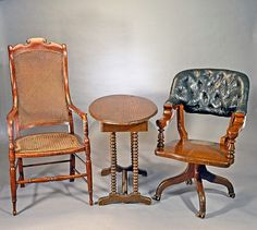 150 years ago today: Sitting in these chairs, General Robert E. Lee (left) surrenders to General Ulysses S. Grant (right) in Appomattox, Virginia, ending the Civil War.