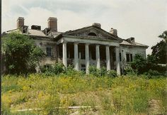 Plum Point Mansion Taken in the 1990's This house on the Hudson River in New Windsor, NY has an interesting past. The center oldest section was built in the 1700's It was once owned by the Astor family. Later it was a private boarding school attended by actor Denzel Washington. Abandoned for years, the grounds became the site of a condo development. The mansion was gutted.