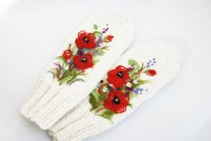 Hannd knitted White mittens with red poppies by MySunsetColor