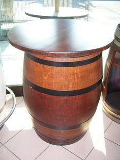 1023 - Tavolino per pub rustico in legno ricavato da vecchia botte in rovere tinta con protezione per esterni